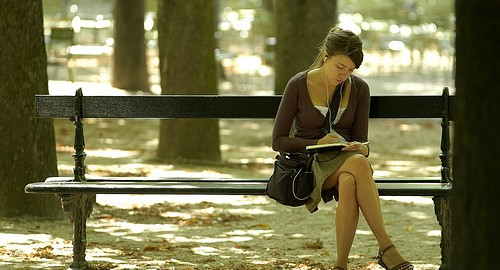 girl-writing-paris