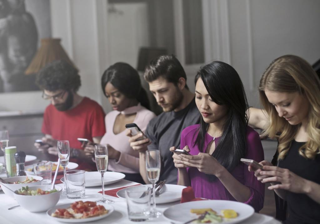 group-people-smartphone-1024x716.jpg