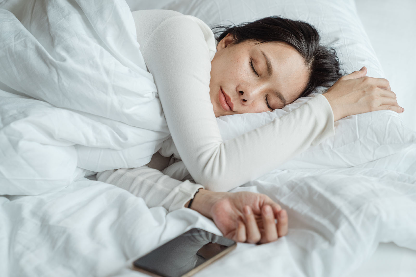 woman smartphone bed - 15 Signs You're A Dopamine Slave