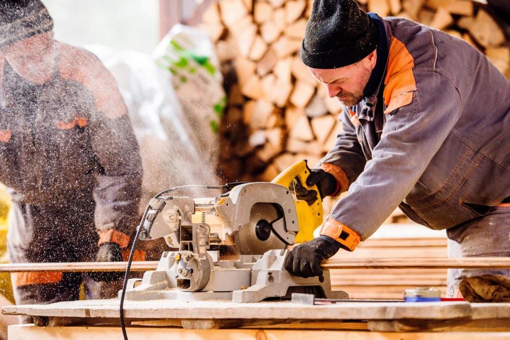 men-carpenter-1024x683.jpg