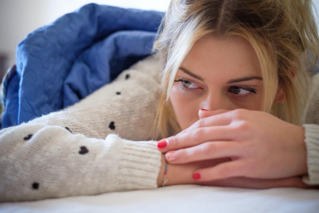woman-sad-bed-1024x683.jpg